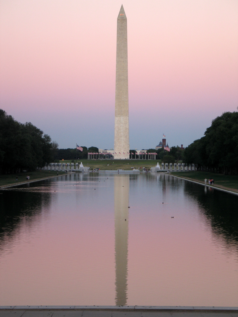 washington_monument_pool_reflection